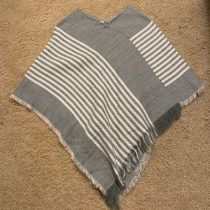 Francescas gray and white pullover poncho OS